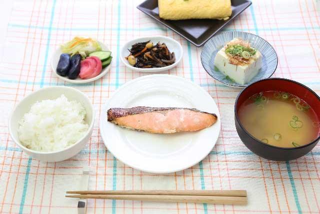 世界無形文化遺産「和食」とシニア(食担当 研究委員 岡本恭和)