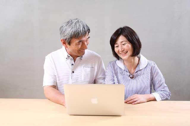 シニアがデジタルコミュニケーションに「ついていく」より「使いこなす」ために(コミュニケーション担当 研究委員 木村純)