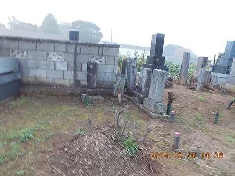 墓誌も解読出来なくなった墓所