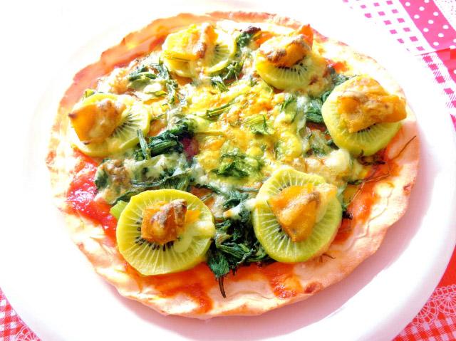 ◆モッチーママの大和薬膳料理 ◆第48回「◆整腸作用の干し柿とキウイ、春菊の簡単クリスピーピッツア♪」