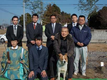 愛犬と工事スタッフさんで地鎮祭記念スナップ(^-^)
